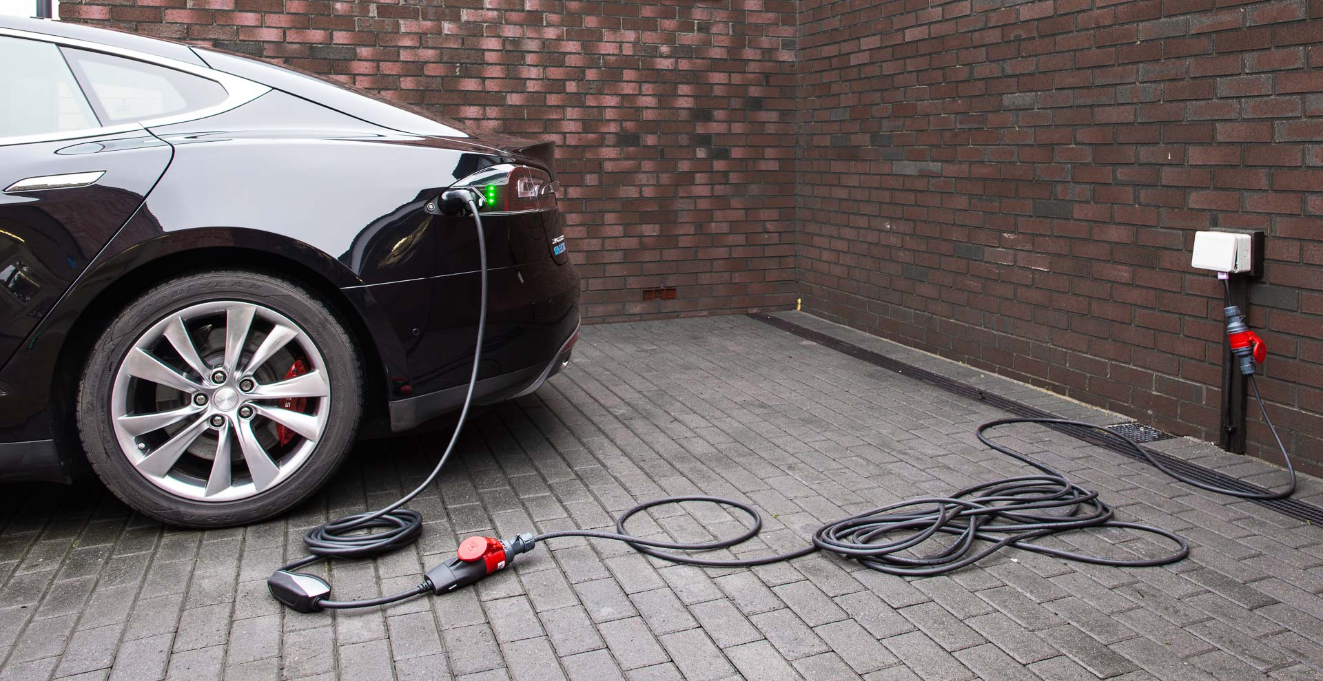 Xavelec Charging Cables And Adaptors For Your Tesla Ev Umc