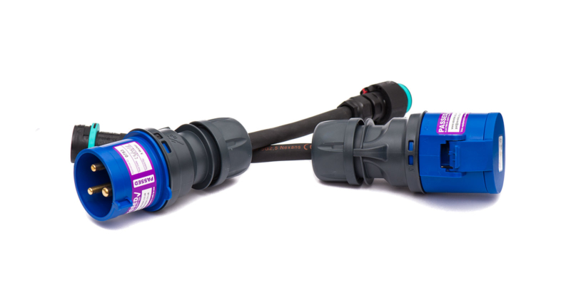 Compact 32A single-phase adaptor pair